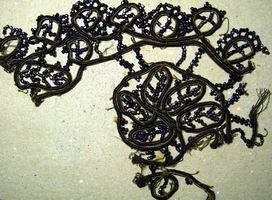 Фрагмент отделки из старинного бисера